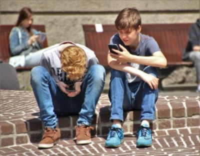 Children on phone