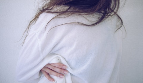 Woman grabbing side of ribs